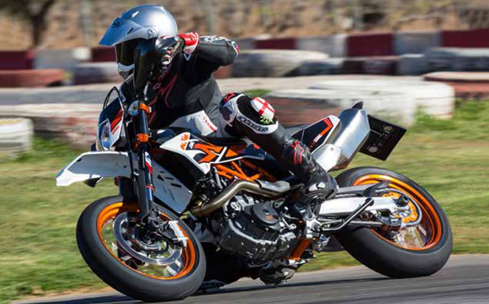 QUIKSPIN: KTM 690 SMC R - A Practical Supermoto? Surely Not… - Shannons Club